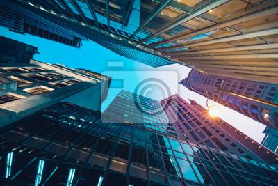 Naklejka Nowoczesne handlowych budynku w nocy