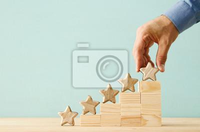 Naklejka obraz koncepcji ustawienia celu pięciogwiazdkowego. zwiększyć ocenę lub ranking, ocenę i pomysł klasyfikacji.