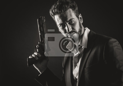 Odważny człowiek z niebezpiecznej broni