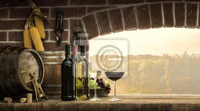 Okno piwniczne i butelki wina