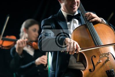 Orkiestra symfoniczna: wiolonczelistka zbliżenie