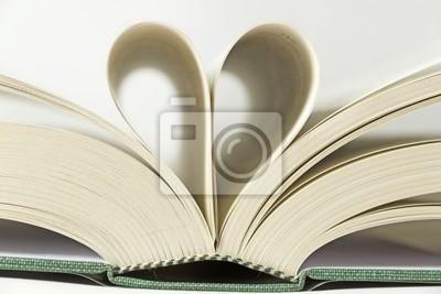 Pagine di libro forma di cuore