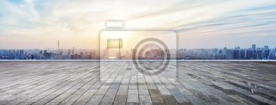 Naklejka Panoramiczny panoramę i budynki z pustym drewnianym pokładzie