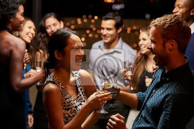 Naklejka Pary taneczne i picia w Evening Party