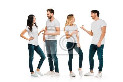 Naklejka pełnej długości widok młodych par stojących i rozmawiających na białym tle