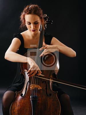Naklejka Piękna kobieta gra na wiolonczeli