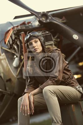 Piękna kobieta, lotnik: vintage photo