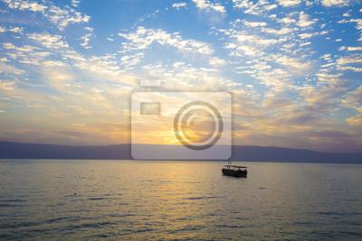 Piękne Morze Galilejskie rano. Wschód słońca nad Kinneret