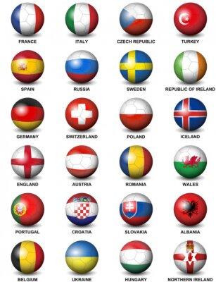 Naklejka piłki nożnej dotyczące flagi krajów europejskich uczestniczących w turnieju finałowego Euro 2016 w piłce nożnej izolowanych