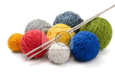 Naklejka Piłki przędza kolorów i druty dziewiarskie