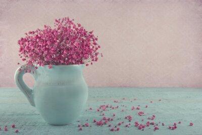 Naklejka Pink oddech kwiaty w błękitnym dzbanku