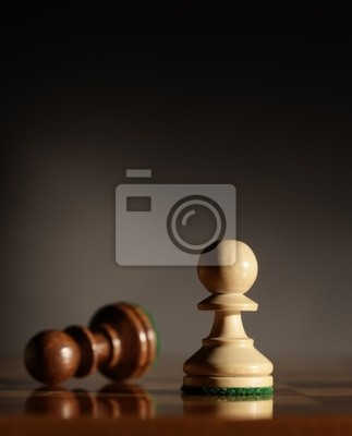 pionki szachy, Low głębi ostrości, koncentrują się na pierwszym planie.