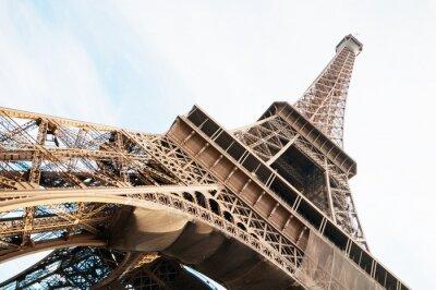 Naklejka Pionowo zorientowane na obraz słynnej Wieży Eiffla w Paryżu, Francja.