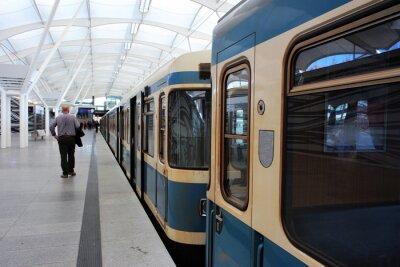 Naklejka Pociąg metra na stacji metra