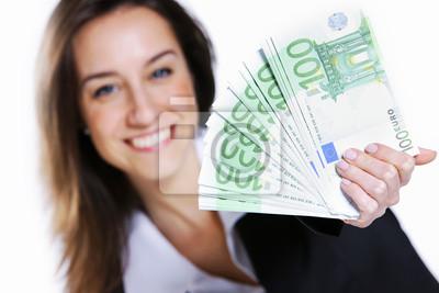 Podekscytowany młoda kobieta trzyma gotówkę