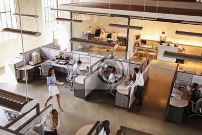 Naklejka Podniesiony widok pracowitego biura na otwartym planie