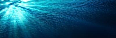 Naklejka podwodne - niebieski świeci w głębi morza
