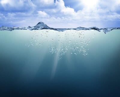 Naklejka podwodne widok z niebieskiej wody