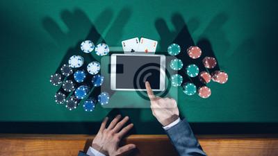 pokerzysta z cyfrowym tablecie