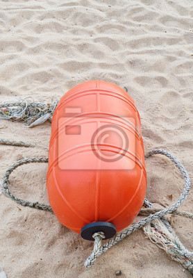 Pomarańczowa boja na plaży