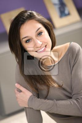 Portret młoda kobieta atrakcyjne w domu