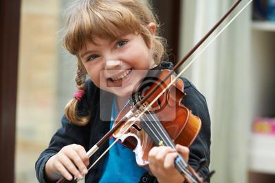 Naklejka Portret młodej dziewczyny gry na skrzypcach Nauka