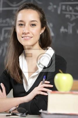 Portret młodej kobiety, nauczyciel z przodu tablicy
