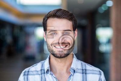 Naklejka Portret szczęśliwy uśmiechnięty człowiek
