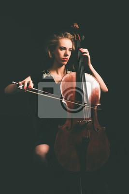 Naklejka Poważne atrakcyjna młoda klasyczny wiolonczelista