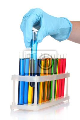 Naklejka probówki i ręcznie w laboratorium samodzielnie na białym tle