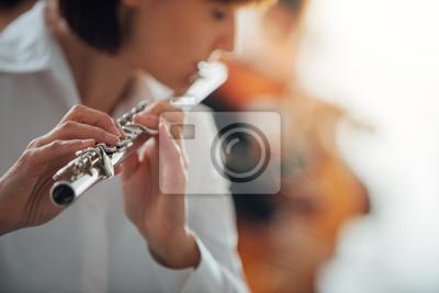 Profesjonalny gracz flet pełniący