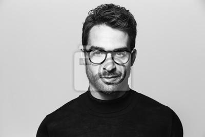 Naklejka Przystojny mężczyzna w okularach, portret
