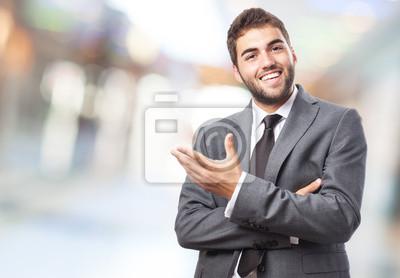 Naklejka Przystojny młody człowiek robi sukces gest powitalny