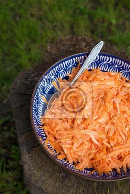 Naklejka Pyszne i pikantne sałatka z marchwi