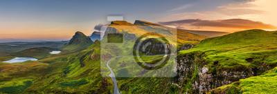 Naklejka Quiraing górach Zachód słońca w Isle of Skye, Scottland, Wielka Brytania