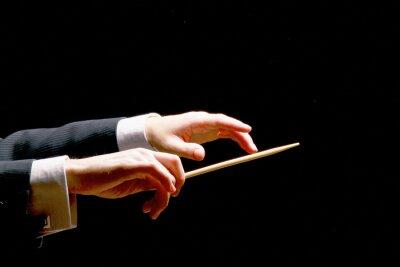 Naklejka Ręce dyrygent Koncert z batutą odizolowane na czarno