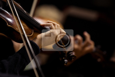 Naklejka Ręce skrzypków w orkiestrę symfoniczną