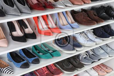 Naklejka Regał z różnymi butami. Element wnętrza garderoby