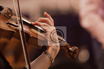 Naklejka Ręka kobieta gra na skrzypcach