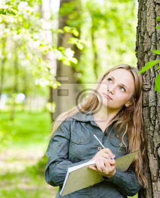 Romantyczna Piękna Dziewczyna Pisze Wiersze Miłosne Na Charakter Naklejki Redro