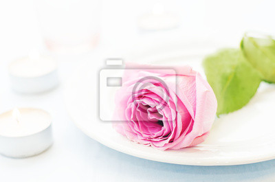 Naklejka różowa róża z świec