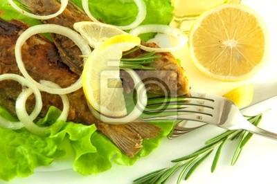 Ryby smażone, karaś z cytryny, rozmarynem i oliwą z oliwek