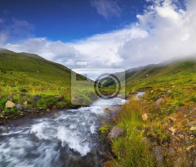 Naklejka Rzeka w dolinie górskiej. Piękne krajobrazy