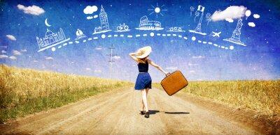 Naklejka Samotna dziewczyna z walizką na drodze kraju marzy o podróży .