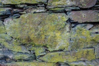 Naklejka Ściana z kamienia z śniedzi