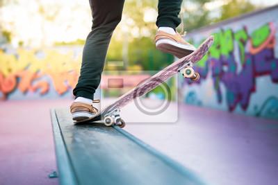 Naklejka Skateboarder robi sztuczkę smitha