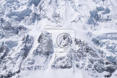 Śnieg i skały w tle. skład naturalne