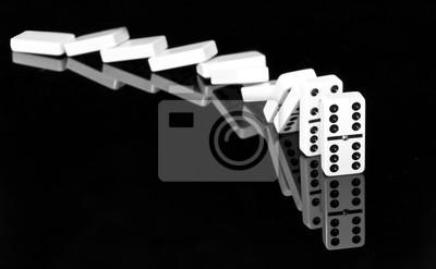 Spada domino w czerni i bieli