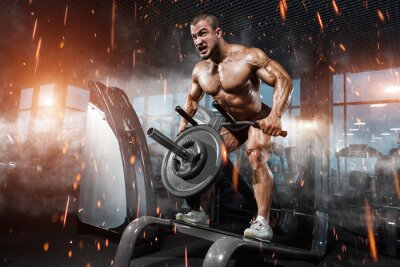 Naklejka Sportowiec mięśniowy kulturysta w szkoleniu siłowni powrotem z T-bar
