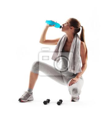 Naklejka Spragniony młoda pitnej po treningu fitness